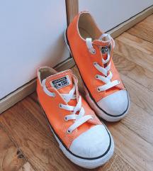 Kričavo narančaste dječje starke