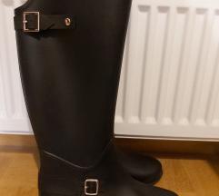 Nove gumene čizme za kišu