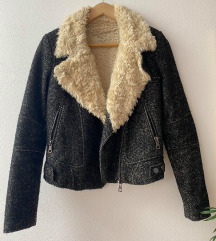 ZARA topla jakna s krznom