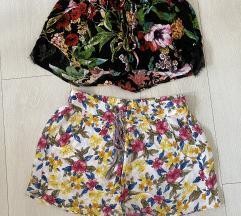 Dvoje kratke hlače šarene