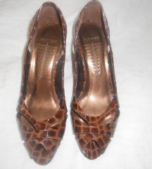 Lakirane smeđe kroko cipele 38
