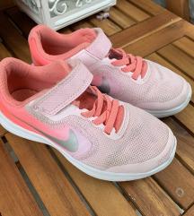 Tenesice Nike 28