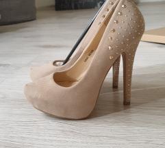 Nove bez cipele sa zakovicama