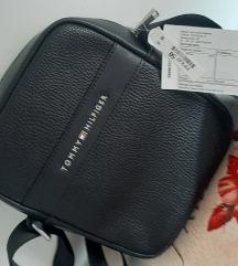 Nova torbica s etiketom tommy hilfiger za muškarce