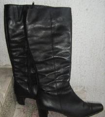 Crne kožne čizme sa malom petom, 38