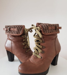 Čizme boje konjaka na petu