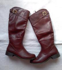 Tamnocrvene čizme