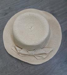 Ljetni šešir sa mašnicom