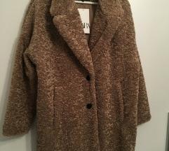 Zara predimenzionalni kaput sa etiketom