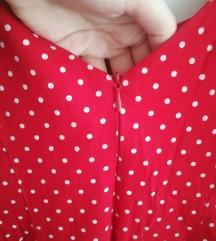 Crvena točkasta haljinica