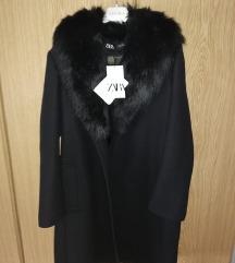 Novi s etiketom ZARA kaput