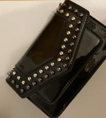 Crna lakirana torbica