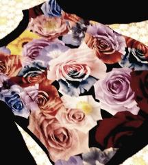 Crna majica na cvjetiće