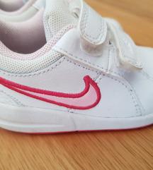 NOVE Nike patike