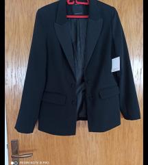 Novi crni blazer
