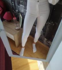 Bershka bijele hlače ljetne 36