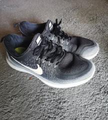 Nike free run crne