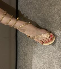 Sandale 100% NOVO