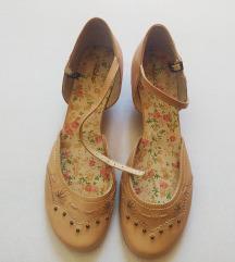 Nove cipele sa cvjetnim gazištem