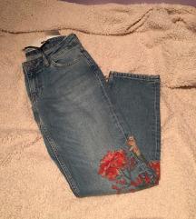 Zara izvezene cvjetne traperice 32 XS