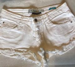 ZARA bijele kratke hlačice 36