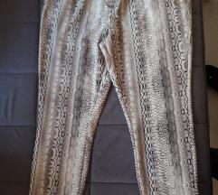 Nove proljetne hlače sa etiketom