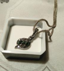 Ogrlica sa zelenim privjeskom