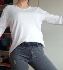 Bijeli široki pulover, novi