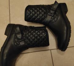 SNIŽENO Crne cizme 40