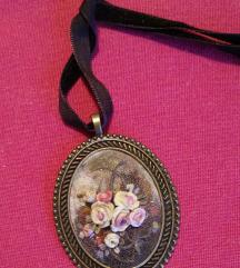 Medaljon na satenskoj vrpci - Zamijenite