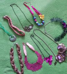 Lot ogrlica od školjaka, murana staklo itd.
