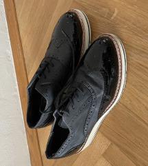 Crne cipele polulakirane