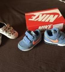 sniženo...Nike baby i H&m Disney Mickey vel.21