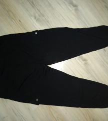 Crne kargo hlače
