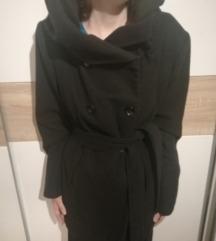 crni kratki kaputić