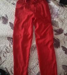 Crvene hlače sa mašnom