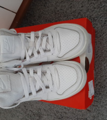 Nike tenisice 36/REZERVIRANO