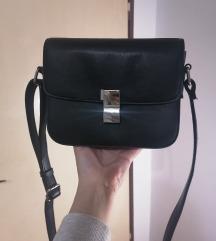 Mala crna casual torbica s metalnom kopčom
