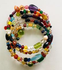 Šarena narukvica sa staklenim kamenčićima