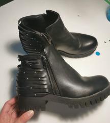 Čizme s resicama 38