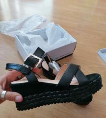 Nove crne sandale broj 38-sada 60kn