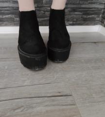Crne čizme sa platformom
