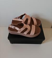 NOVO-INUOVO kožne sandale br.40