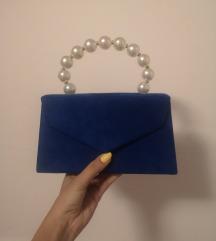 Plava torbica s bisernom ručkicom