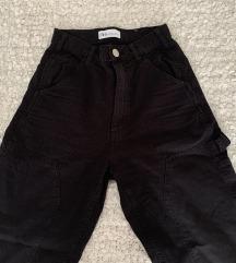 Crne cargo hlače