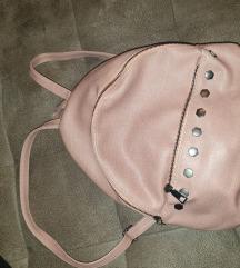 Puder roza ruksak