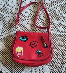 Mala crvena torbica
