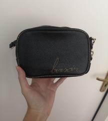 Zara crna mala torbica