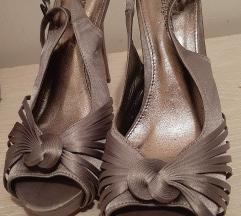 Srebrene satenske sandale