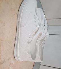 Bijele čipkane tenisice